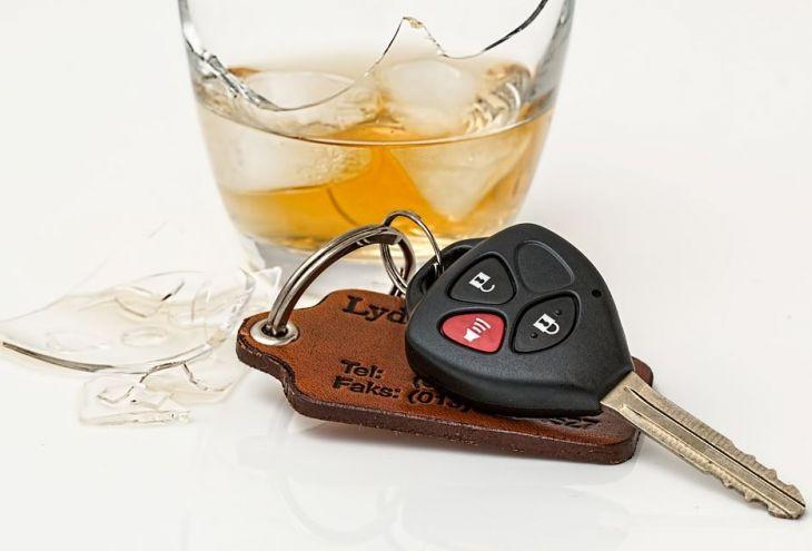 Полиция Лимассола задержала очень пьяную даму за рулем