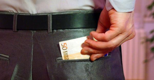 У идущего вам навстречу киприота в кармане 81 евро!