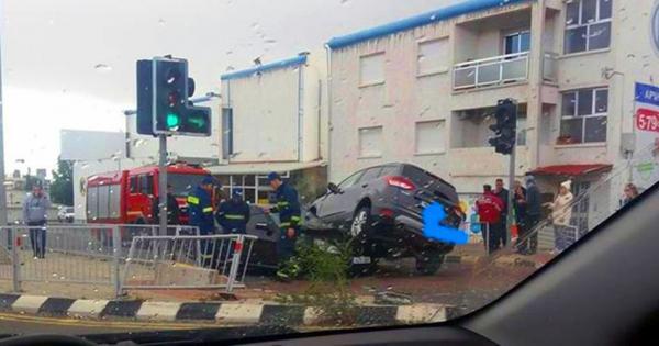 «Форд» оседлал «Мерседес» по дороге из Лимассола в Платрес (фото)
