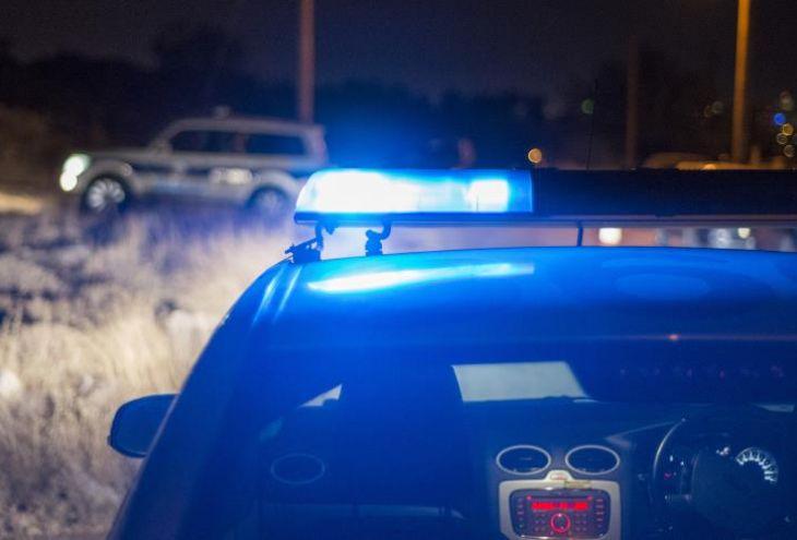 В три часа ночи три подростка из Ларнаки врезались в две припаркованные машины и забор дома