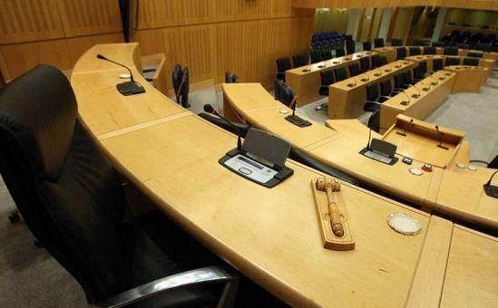 Для чего 56 депутатам нужен 101 помощник? - Вестник Кипра