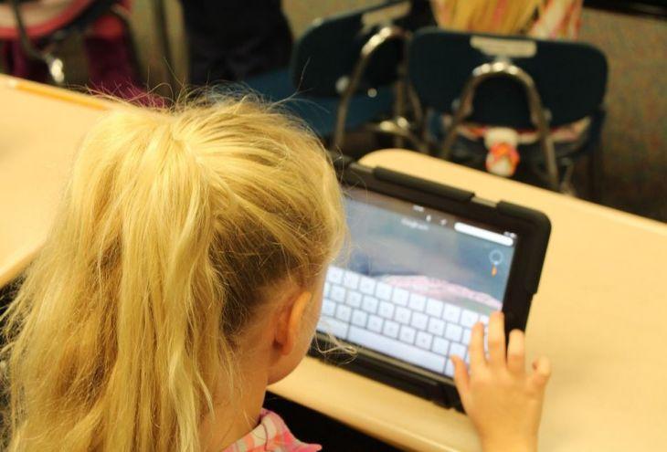 Кипрским школьникам выдали за год 3536 планшетов. Это учебники (видео)