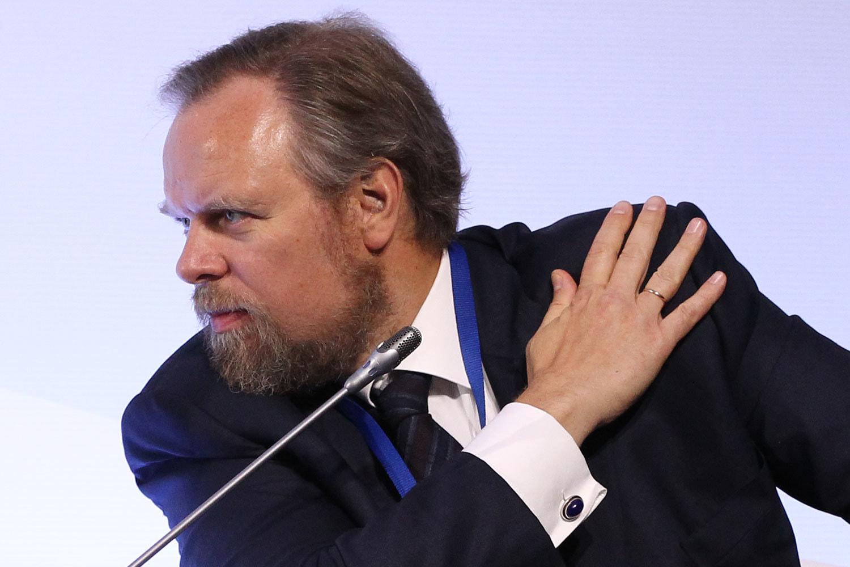 Дмитрий Ананьев избавляется от активов в России