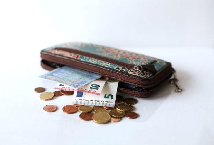 Житель Лимассола отвез в полицию сумку с 1600 евро