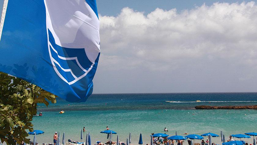 На Кипре стало меньше пляжей с голубым флагом | CypLIVE