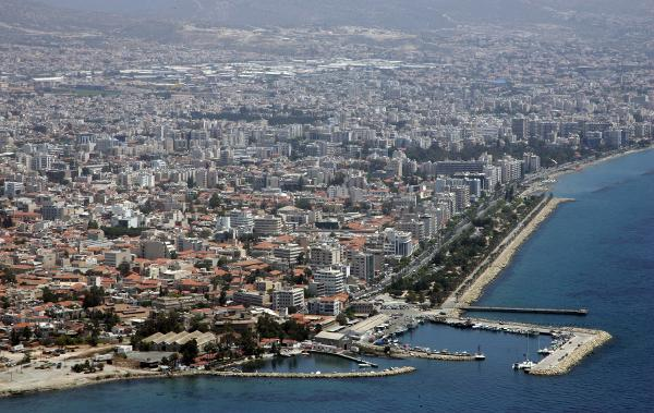 В приемном центре беженцев на Кипре нашли контрабандные сигареты