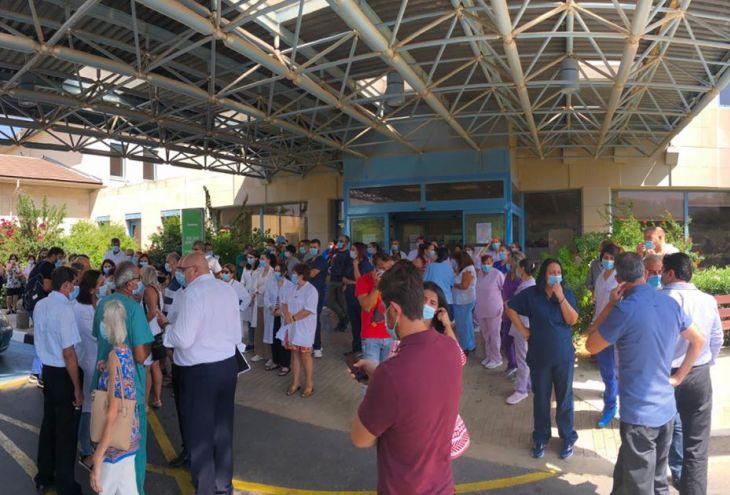 Врачи и медсестры больницы Паралимни, где лечат пациентов с Covid-19, взывают о помощи