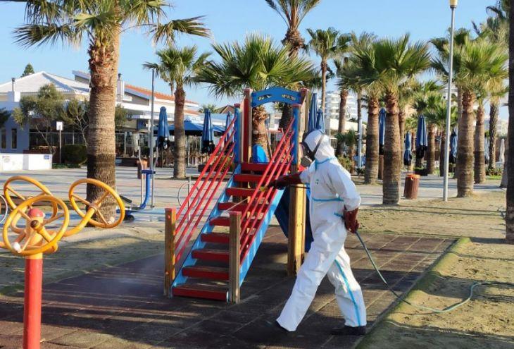 Прилетевшая из США женщина заразила Covid-19 девять жителей Кипра