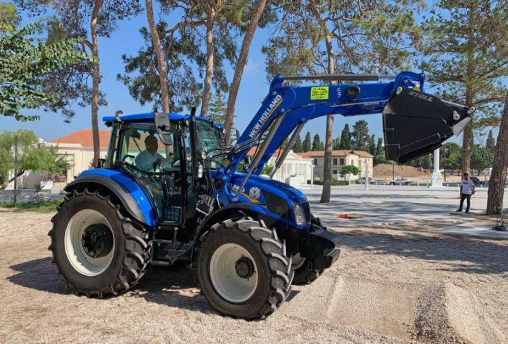 Мэрия Пафоса купила трактор за 80 000 евро, чтобы сделать город чище