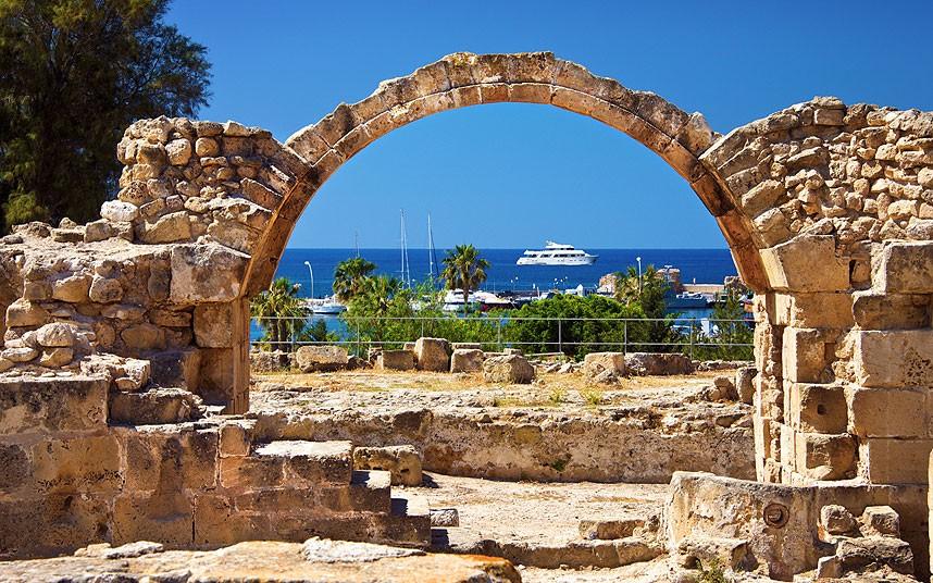 «Вице-адмирал Кулаков» совершил первый деловой заход на Кипр
