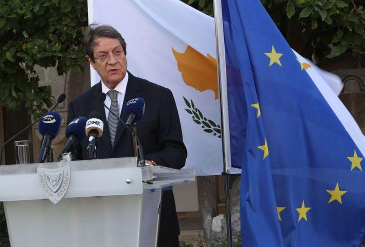 Решено не поднимать цены на кипрские паспорта