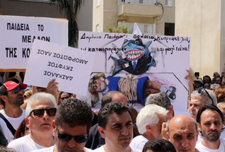 Учителя госшкол Кипра грозят не выйти на работу в сентябре