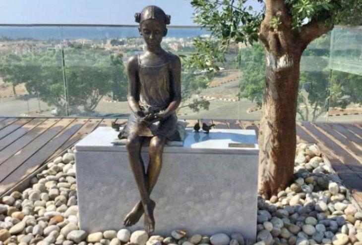 В Пафосе украдены четыре бронзовых воробушка