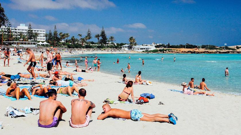Число туристов на Кипре растет, а их расходы уменьшаются | CypLIVE