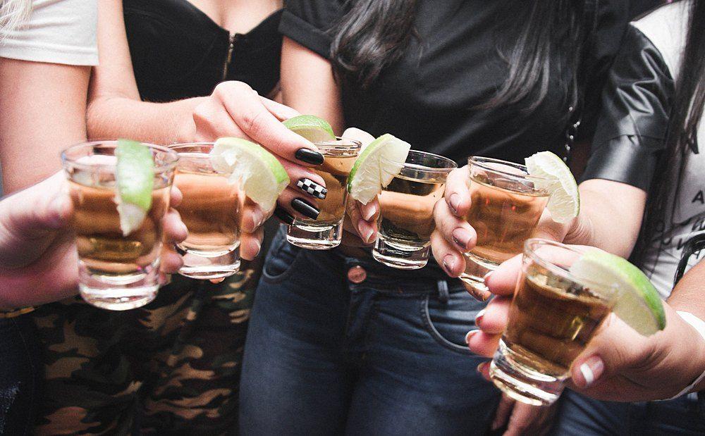 За продажу алкоголя детям — в тюрьму - Вестник Кипра