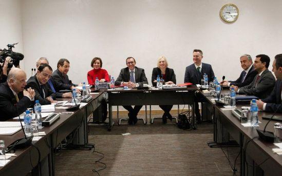 Второй день переговоров существенных результатов пока не принес - Вестник Кипра