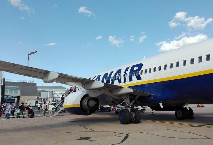 Рейс Пафос — Салоники был задержан на 12 часов