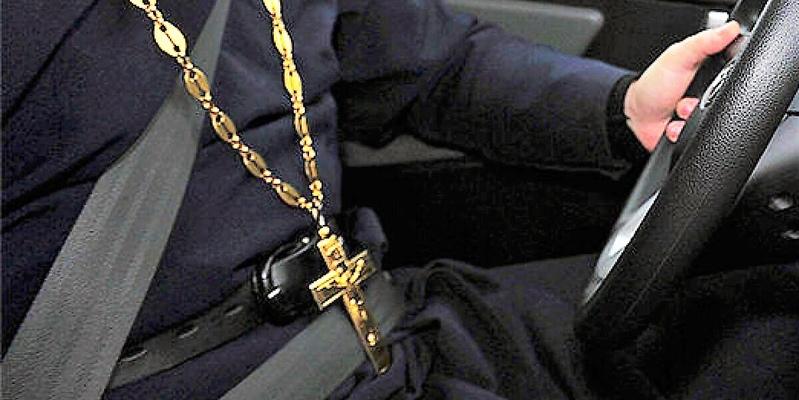 Митрополит Пафоса врезался в полицейский автомобиль