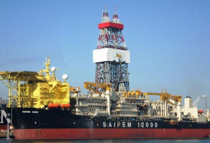 Турецкие военные корабли не пускают буровую платформу на кипрский участок №3