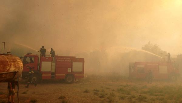 Пожар близ Соляного озера в Ларнаке