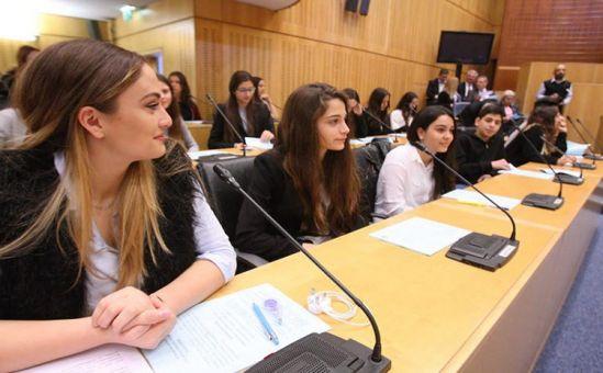 Детский парламент обсудил экономический кризис - Вестник Кипра
