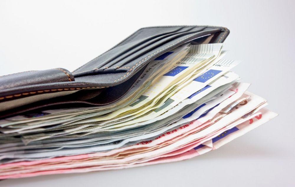 Деньги вместо ваучеров - Вестник Кипра