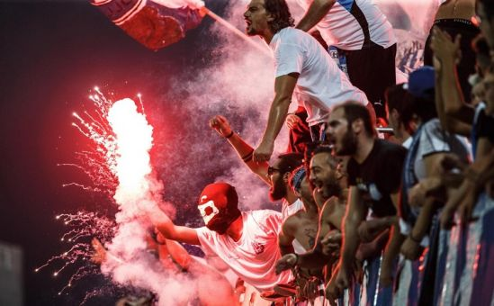 На футбол больше нельзя ходить… с факелами - Вестник Кипра