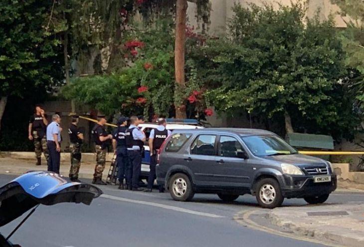 Из-за вооруженного мужчины на балконе перекрыта улица в Никосии (видео)
