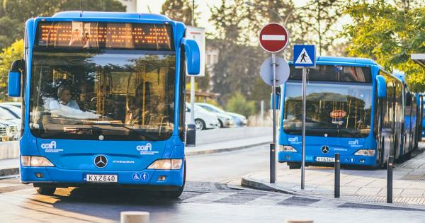 Водитель из Никосии нашел пенсионера, забывшего в автобусе все свои сбережения