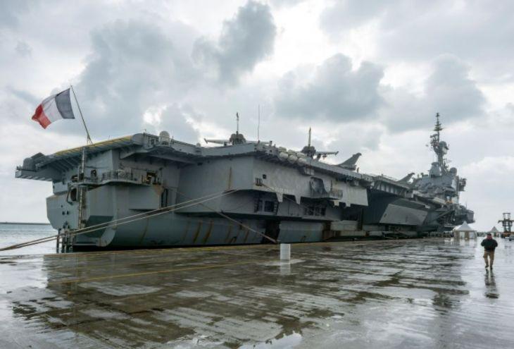 Авианосец «Шарль де Голль» прибыл в порт Лимассола (10 фото)