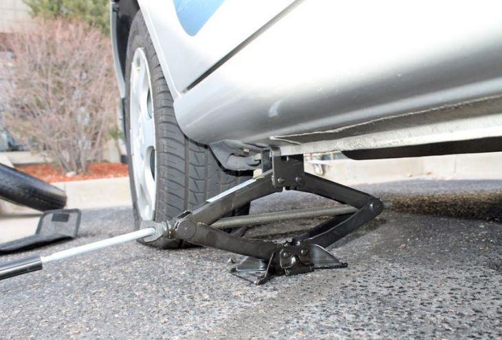 Полиция Лимассола: проколото колесо вашей машины? Следите за кошельком!