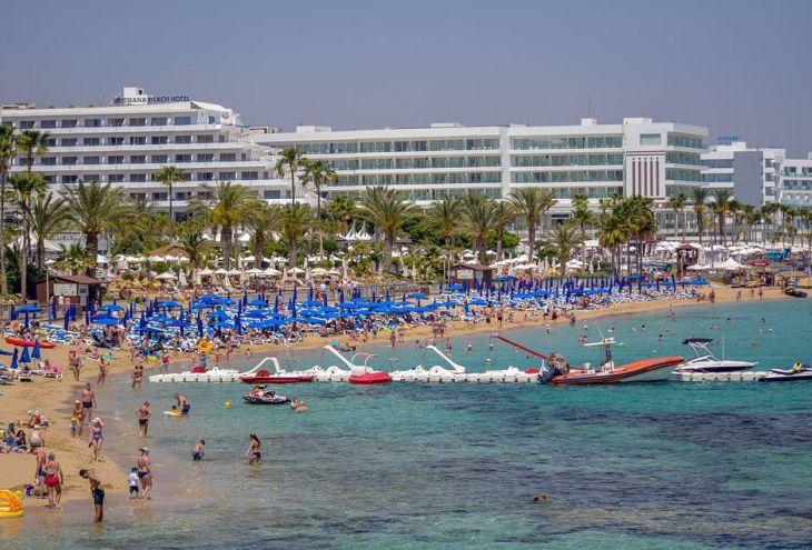 На Кипре жарко и на побережье, и в горах
