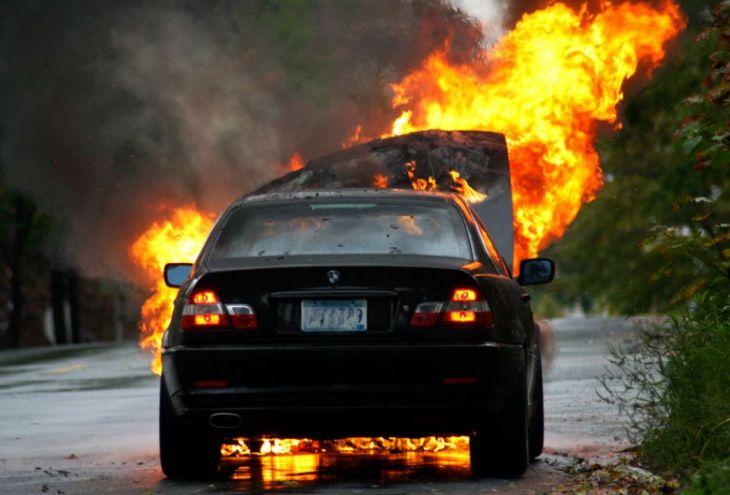 За ночь в Лимассоле сгорели три машины