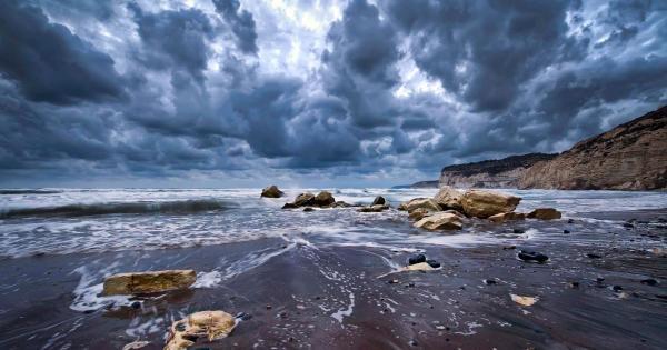 Тучи над Пафосом встали, в Ларнаке пахнет грозой:) Погода на Кипре на выходных