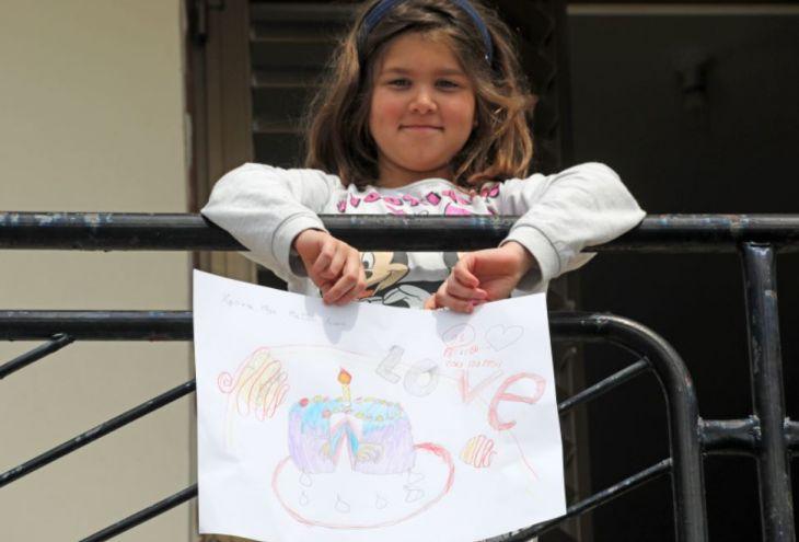 Девочки Кипра по-детски противостоят эпидемии