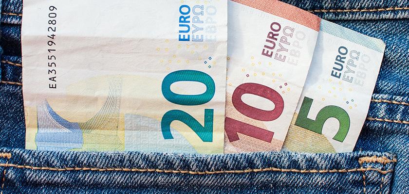По статистике, в кармане киприота чуть больше 80 евро | CypLIVE