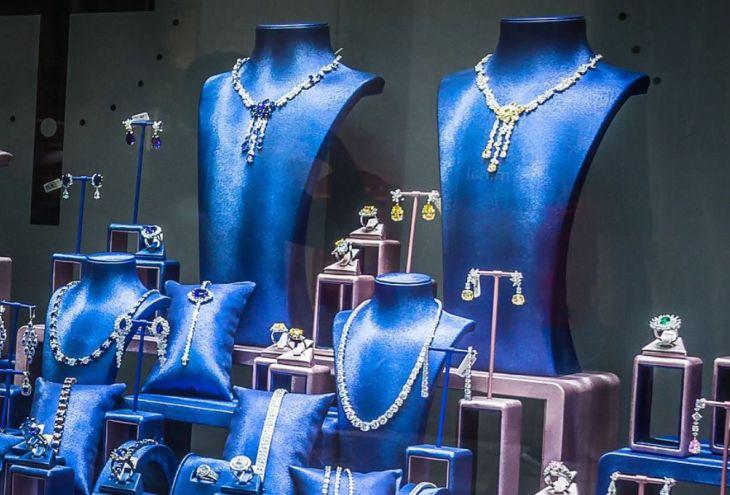Двое воров пришли в ювелирный магазин в Ларнаке продавать драгоценности