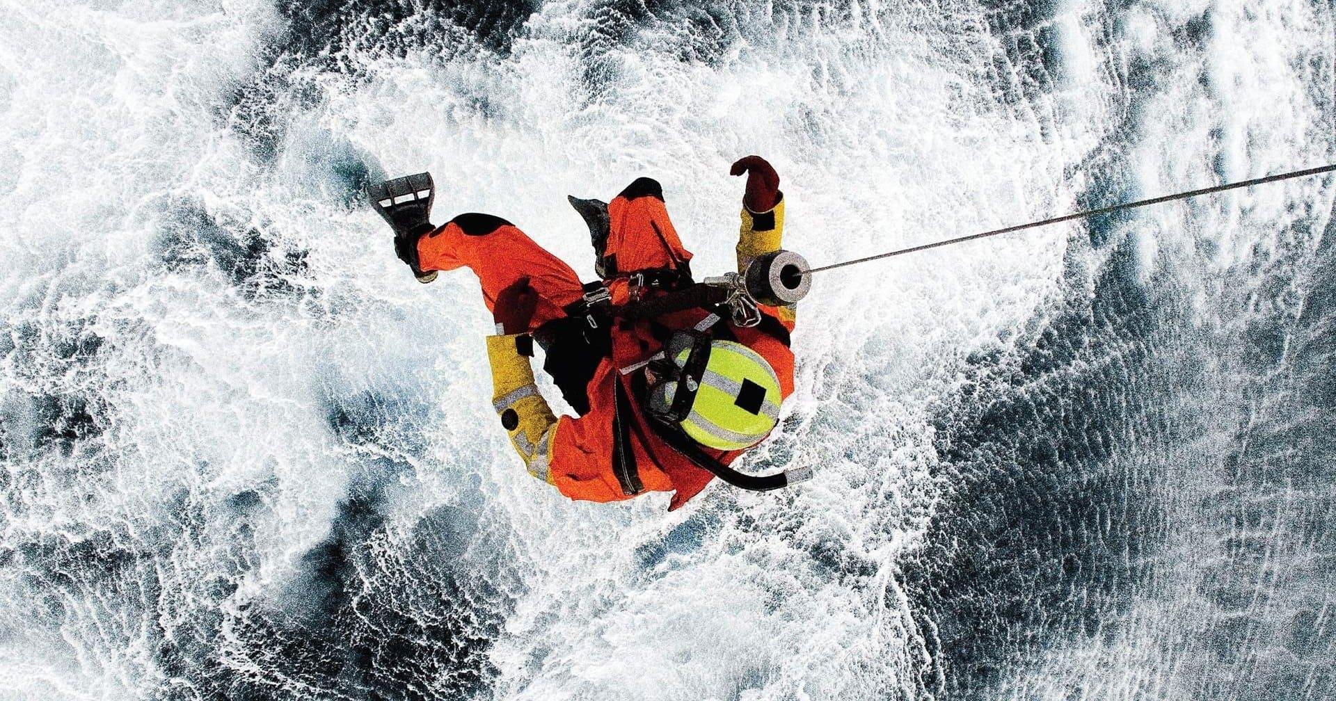 Пожарная служба спасла пловца