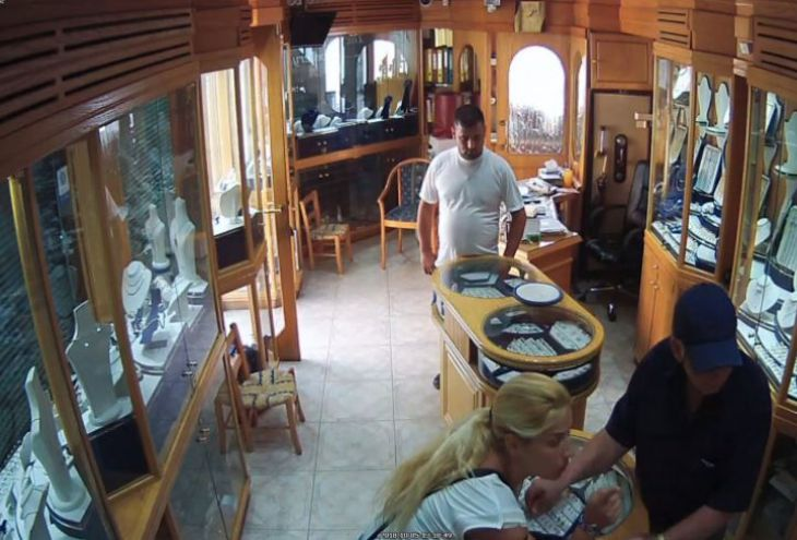 Задержана пара, укравшая 20 колец за 20 000 евро в Пафосе