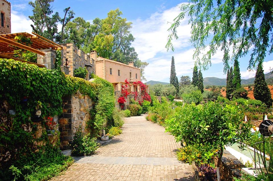 Какое направление является наиболее популярным для путешественников с Кипра?