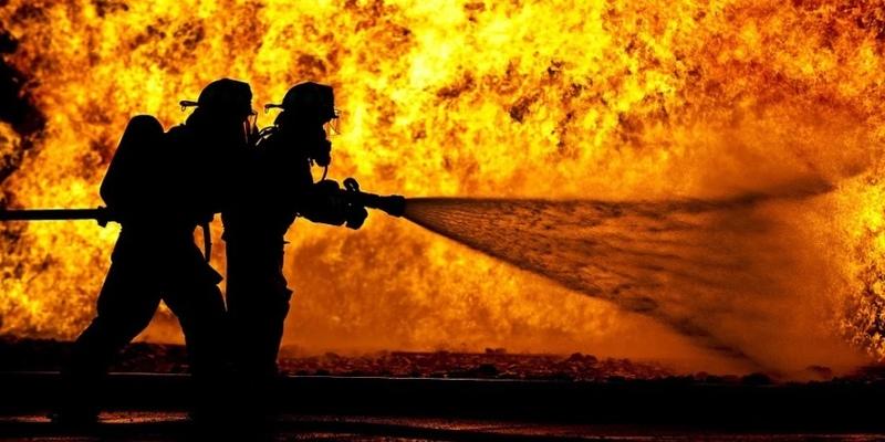 В Никосии злоумышленники устроили пожар на парковке