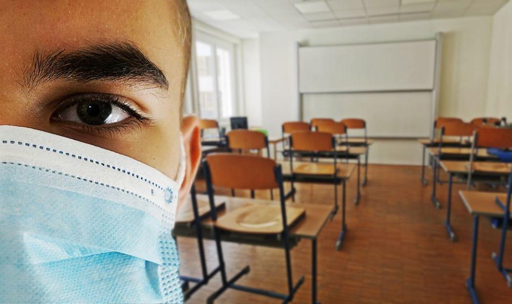 Ученики не носят маски, учителя не изолируются - Вестник Кипра