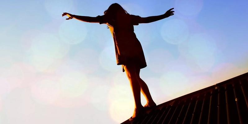 В Пафосе с крыши магазина упала девочка