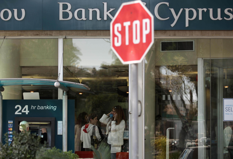 Как США зачищают Кипр от русских денег