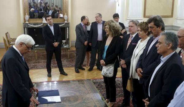 Приняли присягу новые члены правительства Греции - Кипр Информ