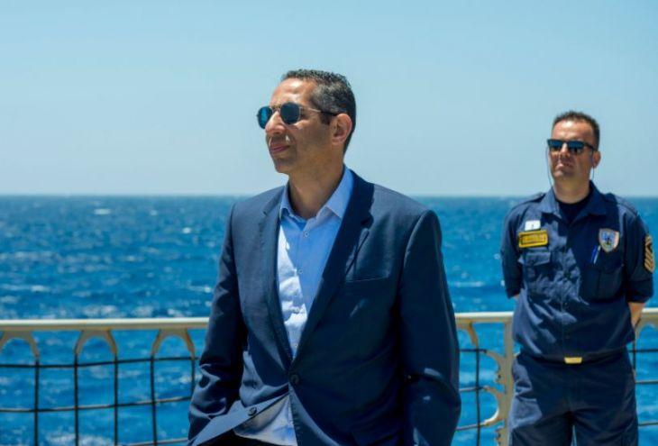 Министр обороны Кипра «подбил» танк (видео)