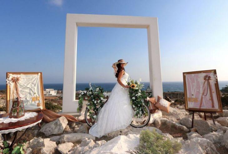 Мэрия Айя-Напы приглашает проводить свадебные церемонии на фоне «Золотой рамки»