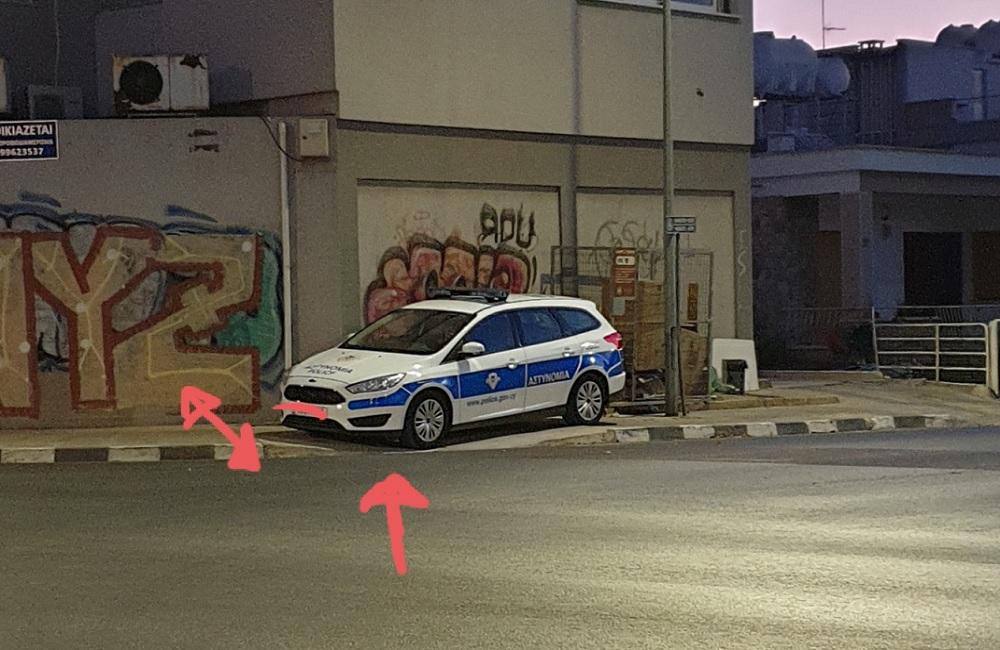За парковку на тротуаре оштрафуют самих полицейских - Вестник Кипра