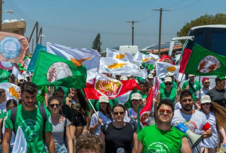 Тысячи манифестантов потребовали убрать британские базы с Кипра