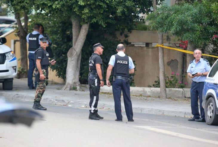 Вооруженный мужчина сдался полиции после 12 часов переговоров